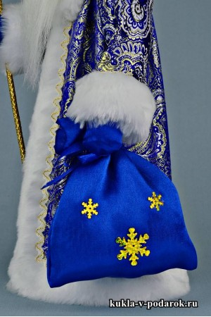 Фото Дед Мороз с посохом подарок под елку в пару к Снегурочке