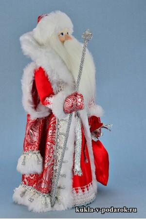 Фото Дед Мороз под елку с мешком подарков и посохом
