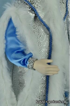 фото красивая кукла Снегурочка с фарфоровыми руками