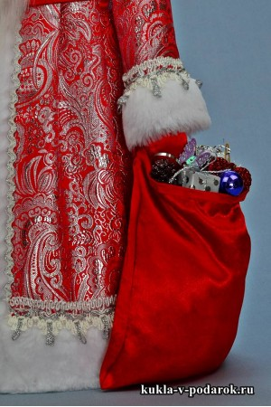 Фото Дед Мороз большой в красной с серебром одежде