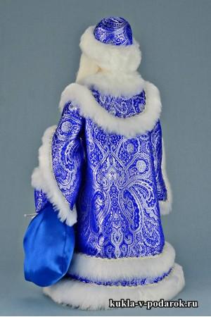 Фото Дедушка Мороз в синей шапке с мешком и посохом