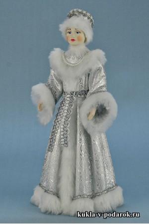 Фото Снегурочка из сказки в белоснежной одежде