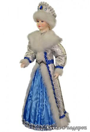 Снегурочка из СССР в белом с голубым костюме