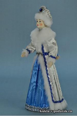 фото Снегурочка из СССР в белом с голубым костюме