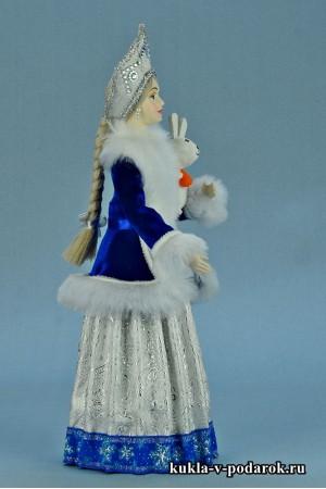 фото Снегурочка в кокошнике подарок на Новый год