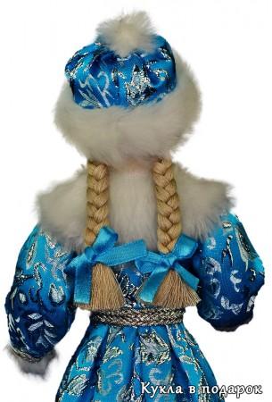 Снегурочка девочка с двумя косичками