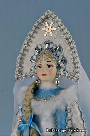 Фото детали одежды и кокошника куклы Снегурочка