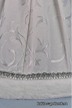 фото Снегурочка подарок в белой одежде