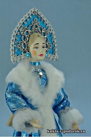Фото Снегурочка игрушка в русском кокошнике