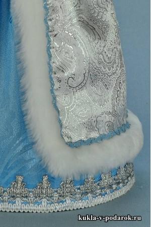 фото Снегурочка внучка детали отделки белой с голубым одежды
