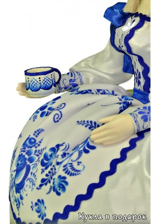 Кукла с чашкой роспись в стиле Гжель