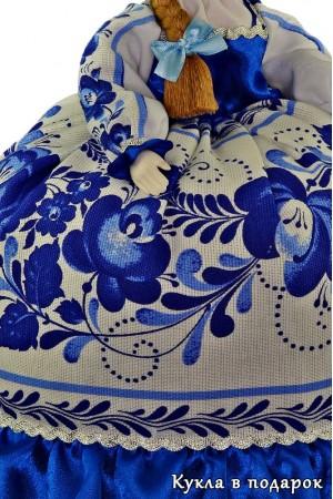 Гжель сувенир на чайник кукла баба
