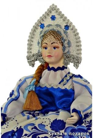 Гжель сувенир на чайник кукла с косой