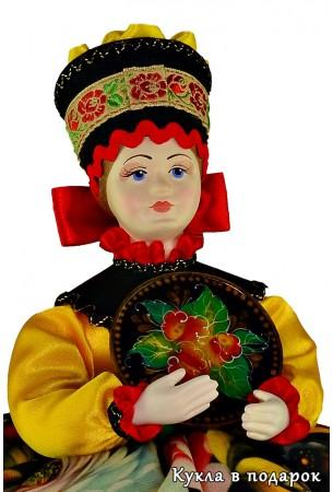 Кукла грелка с подносом жостовской росписи