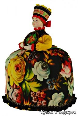 Кукла грелка для чая на кухне в стиле Жостово