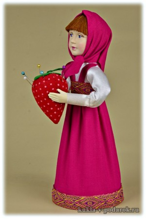 Кукла в зеленом или малиновом платье