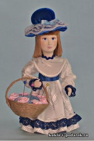 Игольница кукла в синей шляпке