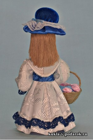 Красивая синяя кукла игольница в белом