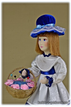 Подарок игольница небольшая куколка