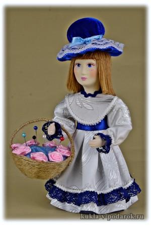 Простая красивая игольница кукла