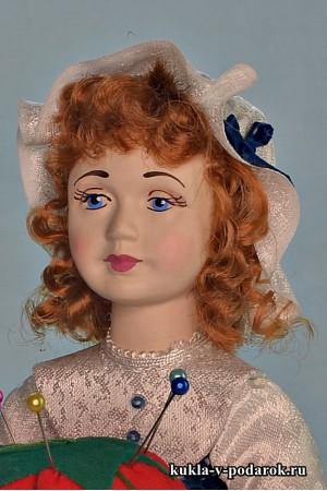 Рукодельная рыжая кукла игольница