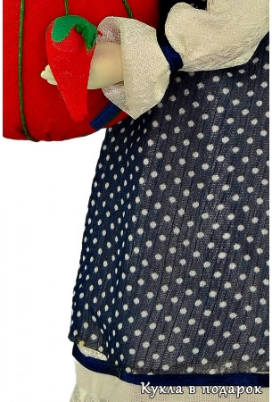 Качественная отделка платья куклы игольницы