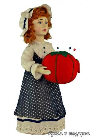 Кукла на картинке - красивая игольница