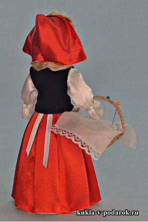 Игольница кукла в красном головном уборе
