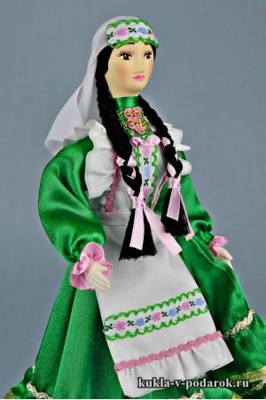 фото татарская кукла в зеленом костюме