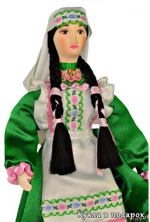 Татарская кукла женщина в зеленом костюме