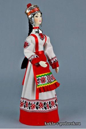 Чувашская кукла в национальном костюме
