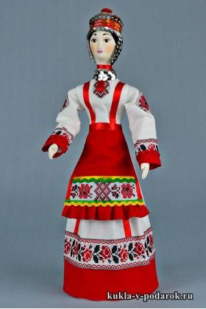 Чувашская кукла в национальной одежде