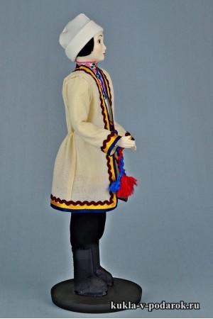Мариец в национальном костюме марийская кукла