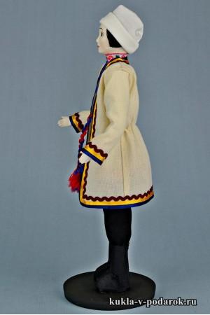Мариец в национальном костюме кукла из фарфора