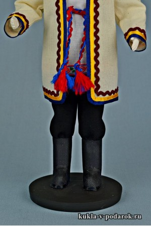 Мариец в национальном костюме народная кукла