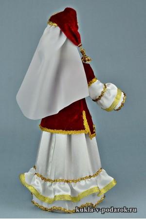 кукла в татарском костюме в колпаке и с косой
