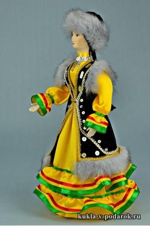 Башкирская кукла в народной одежде