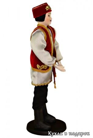 Кукла татарин в вишневом камзоле