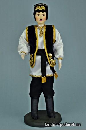 Татарин в национальном костюме кукла в черной одежде