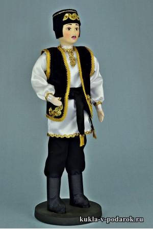 Татарин в национальном костюме кукла в народной одежде