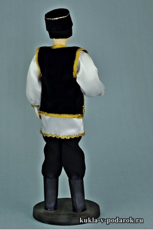 Татарин в национальном костюме двух цветов