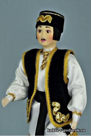 Татарин в национальном костюме кукла черного цвета