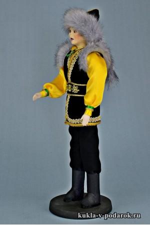Башкир в национальном костюме рукодельная кукла