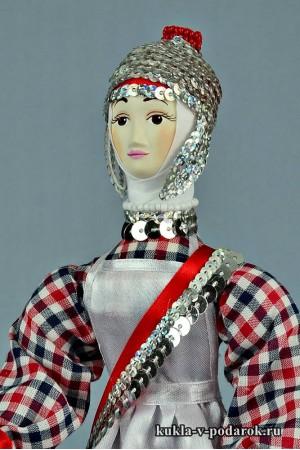 кукла в чувашском костюме из фарфора