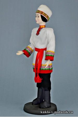 Чуваш в национальном костюме кукла из фарфора