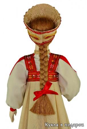 Кокошник и коса непременные атрибуты московской куклы