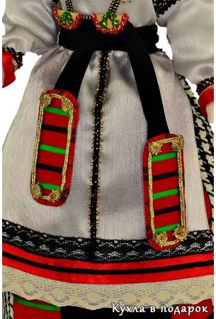 Воронежский праздничный костюм богато украшен