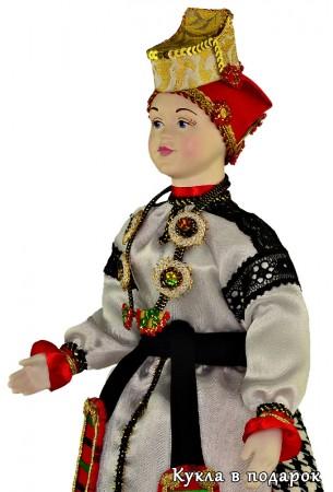 На память о Воронеже кукла в праздничном наряде