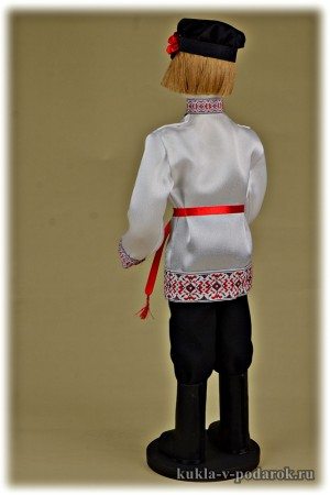 Молодой русский мужчина кукла в подарок