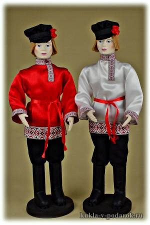 Русские ребята куклы в красном и белом фотография